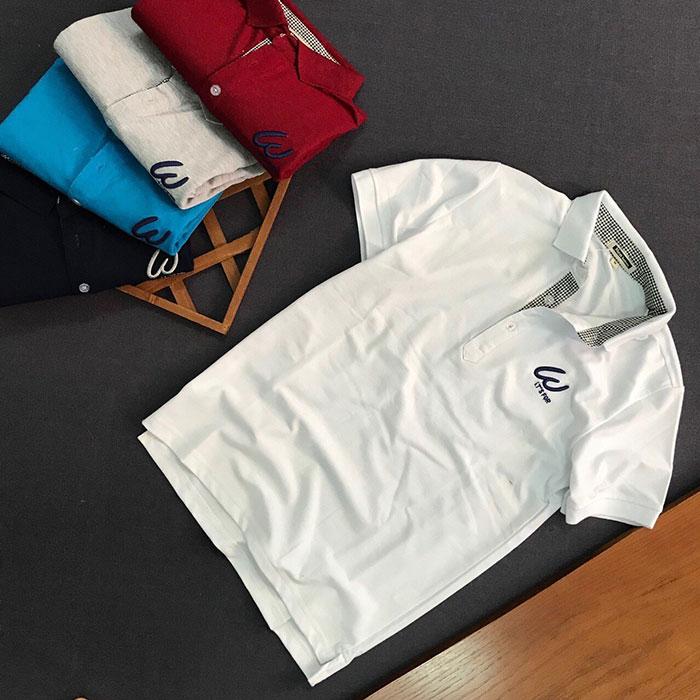 Sỉ số lượng lớn áo thun nam trơn It's For cổ bẻ có 3 nút cài màu trắng